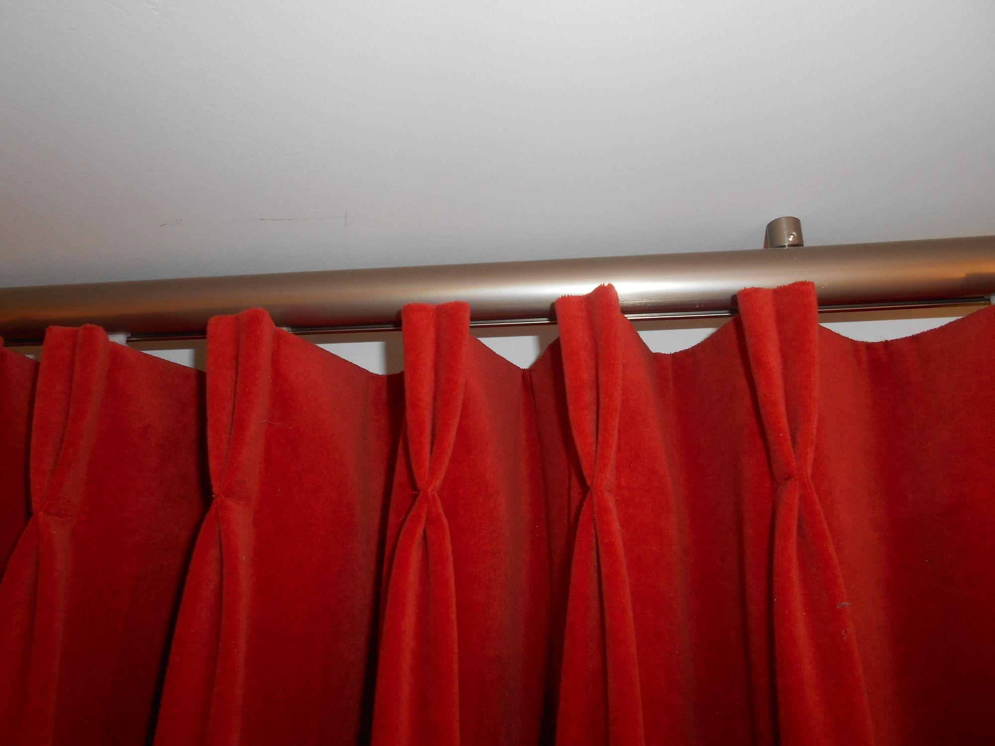 Rode gordijnen